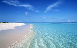 море и белый песок